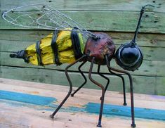 bee, assembly, gerard collas, sculpture, art, plain, modest,  singular A large bee 50 cm. Constructed around a big ball of bowls, stone, wood and some kitchen accessories. What discourage many Asian hornet.