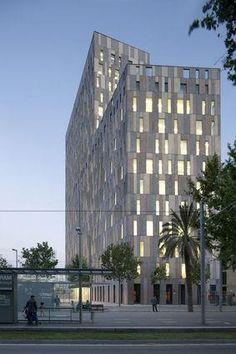 David+Chipperfield+.+b720+.Campus+Audiovisual.+Barcelona+(4).jpg 283×425 ピクセル