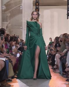 Elie Saab Look Autumn Winter Couture Collection Gorgeous Asymmetric Green Off Shoulder Slit Sheath Evening Maxi Dress / Evening Gown with Long Sleeves and a Train. Runway Show by Elie Saab Haute Couture Dresses, Couture Fashion, Runway Fashion, Evening Gowns Couture, Elie Saab Couture, Evening Dresses, Prom Dresses, Collection Couture, Maxi Robes