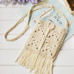 夏天雨后清爽的傍晚,绿叶子还挂着水珠,夹脚拖点过路边的积水,而我的腰下,甩着轻盈的流苏♥#crochet #crochetgoodness #handmade #yarn #bag