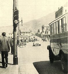 Cape Town's first traffic light. The city's first three traffic lights were installed in January one is in Darling street near the Castle. They were promptly named Robots. a uniquely South African term which has remained through the years. Old Pictures, Old Photos, Vintage Photos, Retro Pictures, Vintage Photographs, Cape Town South Africa, Traffic Light, Beach Trip, Beach Travel