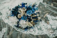 Un ramo de novia original #ramos #novias #ramosdenovia #fabianluque #fotografosdecordoba Crown, Simple Style, Photo Style, Wedding Bouquets, Brides, Corona, Crowns