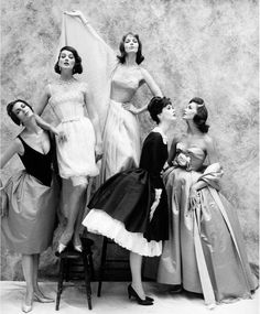 (Left to Right) Carmen Betsy, Joanna McCormick, Dovima, Lucinda and an unknown model for Harper's Bazaar in 1958. Photographer: William Helburn