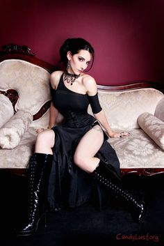Inviting #Goth girl with great boots from Candylust.org