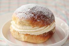 Supersaftig gulrotkake ( glutenfri) - Passion For baking Mini Desserts, Dessert Recipes, Cupcake Recipes, Sweet Paul, Sweet Buns, Dere, Bun Recipe, Buzzfeed Food, Cookies