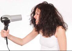 Gebruik een beetje Arganolie in je haar en je zal nooit meer pluizig haar hebben. Bovendien wordt je haar en hoofdhuid goed gevoed.