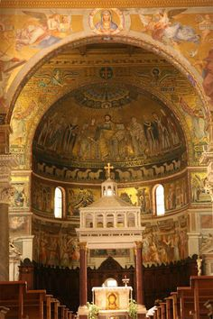 Interior of Sta Maria in Trastevere - very old mosaic