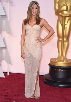 Jennifer Aniston in Versace. Oscars 2015 (Getty images)