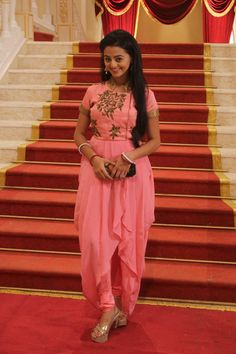 Here i just created a thread for the pics that are posted in various social networking sites of swaragini cast members and here is the thread Helly Shah, Choli Dress, Photography Poses Women, Designs For Dresses, Tumblr Outfits, Indian Designer Outfits, Cute Girl Photo, Western Outfits, Bollywood Celebrities