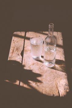 Water by Nicole Franzen (La Buena Vida) Still Life Photography, Food Photography, Tabletop Photography, Rustic Photography, Light Photography, Food Styling, Fotografie Branding, Vsco Film, Light And Shadow