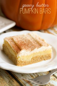 Delicious Frosted Gooey Butter Pumpkin Bars - a simple and yummy bar recipe that will quickly become a fall favorite. Köstliche Desserts, Delicious Desserts, Dessert Recipes, Yummy Food, Tasty, Pumpkin Bars, Pumpkin Dessert, Pumpkin Butter, Pumpkin Pumpkin