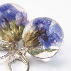 Krótkie kolczyki z fioletowymi kwiatami - SylwiaCalus - Kolczyki długie