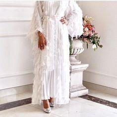 This post was discovered by Sa Islamic Fashion, Muslim Fashion, Modest Fashion, Fashion Dresses, Fashion Clothes, Hijab Evening Dress, Hijab Dress, Mode Abaya, Mode Hijab