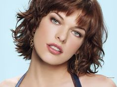 Milla Jovovich is hot! is part of Milla Jovovich Is Hot Sharenator - Ukrainian actress, model and singer Milla Jovovich is best known for playing a zombie hunter in the Resident Evil action movie series Bob Hairstyles With Bangs, Short Hair With Bangs, Short Hair Cuts, Wig Hairstyles, Layered Hairstyles, Curly Short, Long Hair, Hairstyle Ideas, Messy Bangs