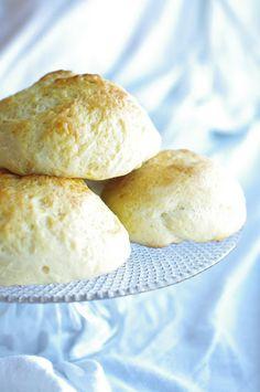 Glutenfrie boller  http://utenglutenblogg.blogspot.no/2012/11/glutenfrie-boller.html