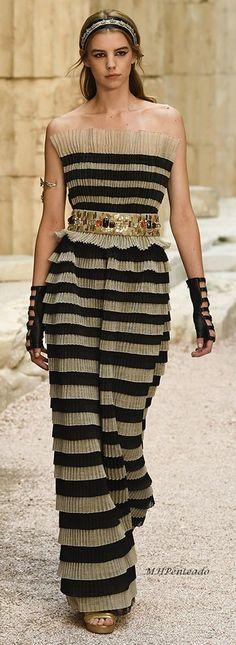 Chanel Resort 2018 ๏~✿✿✿~☼๏♥๏花✨✿写❁~⊱✿ღ~❥ FR Jul 13, 2018⊰ ~♥⛩☮️•❋•☸️ॐ✿ڿڰۣ(̆̃̃❤⛩✨真❁↠๏~✿✿✿~๏ - #Chanel #Fr #Jul #Resort #ॐڿڰ真 #花写ღ Chanel Resort, Strapless Dress Formal, Formal Dresses, Fall, Fashion, Dresses For Formal, Autumn, Moda, Fashion Styles