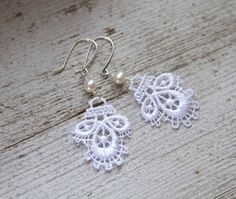 {jewelry I make} Lace earrings.