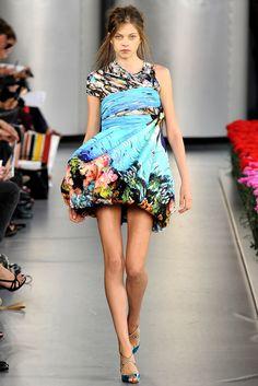 Mary Katrantzou Spring 2012 Ready-to-Wear Fashion Show - Hannah Matthiessen