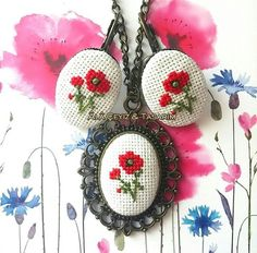 Cross stitch necklace and earr Embroidery Jewelry, Beaded Embroidery, Cross Stitch Embroidery, Cross Stitch Patterns, Embroidery Designs, Mini Cross Stitch, Cross Stitch Flowers, Diy Recycling, Christmas Journal