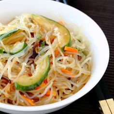 Spicy Shirataki Noodle Salad, I used sherry and a rotaissairre Chicken Breast add calories, delicious. Tofu Noodles, Shirataki Noodles, Pasta Alternative, Easy Japanese Recipes, Asian Recipes, Ethnic Recipes, Low Carb Pasta, Asian Cooking, Cooking Food