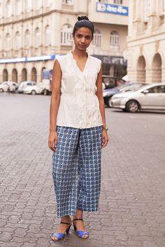 ムンバイ Fort, MUMBAI. Ashita Misquitta, communications coordinator. Converse blouse, pants from a street stall, Zara heels, Lego watch. 【スライドショー】アジアの街角ファッションスナップ―シドニー、北京など - WSJ.com