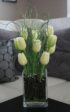 Váza s tulipány a trávou / Zboží prodejce jircice   Fler.cz