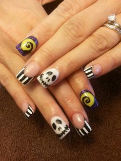 Twas the nightmare before christmas and if i was talented enough 50 cool halloween nail art ideas prinsesfo Image collections