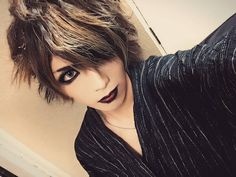 I'm good at wasting time woop woop 。 。 #ヴィジュアル系 #バンド #ペンタゴン #バンド #ベース #メイク #visualkei #vk #fashion #hair #style #haircolor #lips #lipstick #makeup #japanese #boy #pretty #boyswithmakeup #cosplay #jrock #rock #band #music #메이크업 #스타일 #패션 #남자패션 #일본 http://ameritrustshield.com/ipost/1554995074542588123/?code=BWUc8gVl9Db