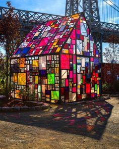 Garden Art, Home And Garden, Glass House Garden, Glass House Design, Williamsburg Bridge, Casas Containers, Nyc Skyline, Nyc Art, My Dream Home