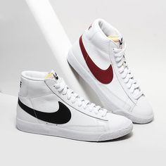 Inspired by the iconic Blazer from The modern Nike Blazer Mid retro has been re-innovated in a Mid-Top Retro design featuring a leather upper and herringbone sole for great style and ankle support. Nike Blazers Outfit, Blazer Outfits Men, Trendy Womens Sneakers, Nike Shoes, Shoes Sneakers, Nike Retro, Zapatillas Casual, Vintage Nike, Shoe Collection