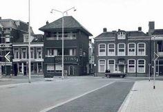 In het midden van de foto de ingang van de Oude Doelsteeg begin jaren 70