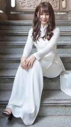IMG_3621 | by AvBSpeedy Thai Dress, Vietnamese Dress, Asian Fashion, Girl Fashion, Vietnam Costume, Cute Girl Outfits, Beautiful Asian Women, Ao Dai, White Girls