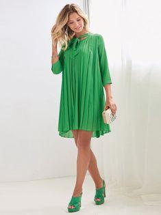 Exquisito vestido al que podrás sacar mucho partido porque es ideal tanto para el día como para la noche. Vestido de escote redondeado con largas bandas - Venca - 013809