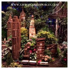 Check out the #festive #holiday #train show @nybg in the #Bronx - great way to get kids #commenting and learning about #NYC #architecture #choochoo #slp #slpeeps #slplife #slpbloggers #slp2b #speech #speechtherapy #speechpath #speechpathology #speechies #ashaigers #instaslp #schoolslp #slpmom #earlyintervention