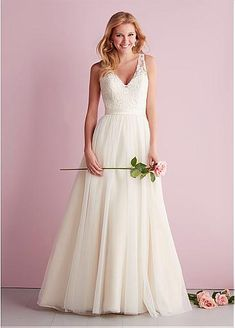 Most current Photo Bridal Boutique allure romance Concepts It is challenging to be aware what you may anticipate when you first search for a wedding gown bouti V Neck Wedding Dress, Wedding Dresses 2014, Wedding Dress Styles, Bridesmaid Dresses, Formal Dresses, Lace Wedding, Wedding Gowns, Elegant Wedding, Prom Dresses