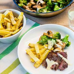 Peppered Steak with Hand Cut Fries, Béarnaise Sauce and Vegetables