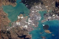 Auckland New Zealand straddles widely varied geology, in colour and texture