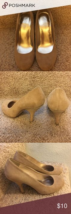 Shose Nude color and nice heels .. it has couple of spots like showing on the pictures. Cathy Jean Shoes Heels