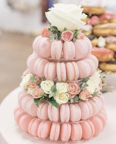 Tea Party Bridal Shower Cake Pink Roses Ideas You are in the right place about bridal shower decorations diy. Gateau Baby Shower, Bridal Shower Planning, Bachelorette Party Planning, Fiesta Baby Shower, Baby Shower Recipes, French Macaroons, Pink Macaroons, Macaroons Wedding, Macaroon Wedding Cakes