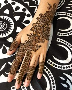 Simple Mehendi designs to kick start the ceremonial fun. If complex & elaborate henna patterns are a bit too much for you, then check out these simple Mehendi designs. New Bridal Mehndi Designs, Mehndi Designs Finger, Latest Arabic Mehndi Designs, Henna Art Designs, Mehndi Designs For Girls, Mehndi Designs For Beginners, Modern Mehndi Designs, Mehndi Design Photos, Mehndi Designs For Fingers