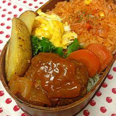 おはようございます。 今日は…  ケチャップライス スクランブルエッグ 煮込みハンバーグ ポテトフライ 愛情  今朝の東京は、一番の冷え込みです。 - 67件のもぐもぐ - 12月3日お弁当… by momo12345