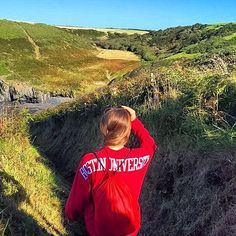 Amanda Dolce (SED '16) shows her #BU pride on a trip to Wales during her semester abroad in London #bused #BUabroad #ProudToBU