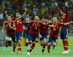 Sergio Ramos of Spain and his team-mates celebrate after Jesus Navas scored the winning penalty in a shootout during the FIFA Confederations Cup Brazil 2013 Semi Final match between Spain and Italy at Castelao on June 2013 in Fortaleza, Brazil. Mls Soccer, Soccer News, Sport Man, Sport Girl, Football Match Result, Kids Sports Party, Football Streaming, Most Popular Sports, Sport Fashion