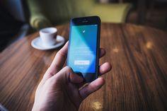 Hace unos días conocíamos el cierre de Vine y el recorte del 9% de la plantilla de Twitter. ¿Qué está pasando?, ¿a qué se deben estos hechos? Te contamos la actualidad de la red social de los 140 caracteres en nuestro blog: https://seis60.wordpress.com/2016/11/08/twitter-tocado-pero-no-hundido/