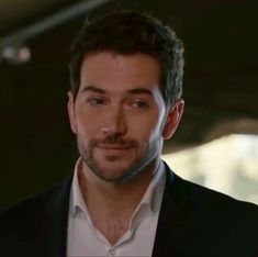 Luke Roberts, Middle Ages, Actors & Actresses, Sexy Men, Eye Candy, Handsome, Lovers, Eyes, Fictional Characters
