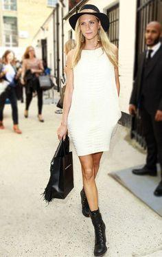 via: www.bettys.com.br/wp-content/uploads/2013/01/la-modella-mafia-poppy-delevingne-model-off-duty-street-style-in-a-white-crocodile-dress-and-black-combat-boots_1_grande.jpg?_cfgetx=img.rx:400;img.ry:600;