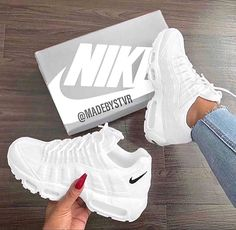Nike Shoes OFF!> nike shoes and sneakers image White Nike Shoes, Nike Air Shoes, Cool Nike Shoes, Cool Nikes, Nike Shoes Outfits, Nike Air Max, Steve Madden Schuhe, Souliers Nike, Sneakers Fashion