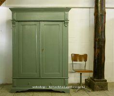 Landelijke oude kast Demontabel  / Olijf groen /1454