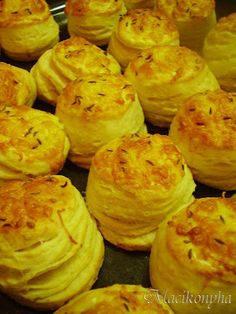 Georgian Food, Savory Pastry, Hungarian Recipes, Biscuit Recipe, Cheap Meals, Winter Food, Sweet Recipes, Muffin, Dessert Recipes