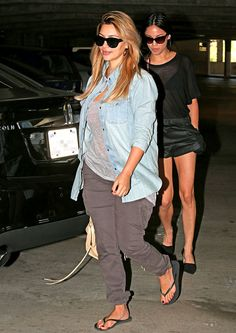 370666259d7ebd Kim Kardashian Wears Baggy Clothes on Latest Post-Baby Outing  Pictures.  Havaianas